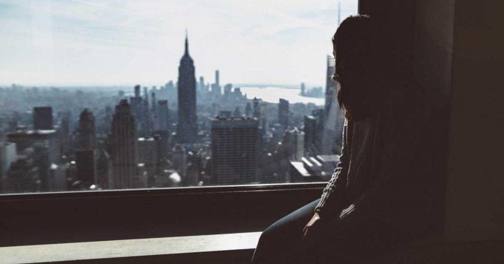 Οι ψυχολογικές επιπτώσεις της απομόνωσης στο σπίτι λόγω κορονοϊού και η σημασία της σωστής διαχείρισης της.